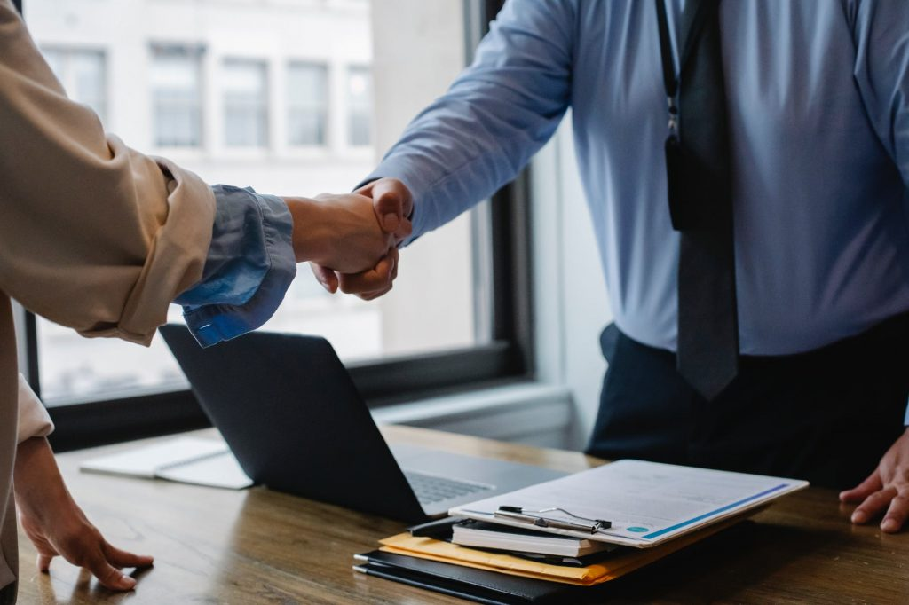 Se expide el reglamento sobre la disolución, liquidación, cancelación y reactivación de Compañías nacionales y revocatoria del permiso de operación de sucursales de compañías extranjeras.